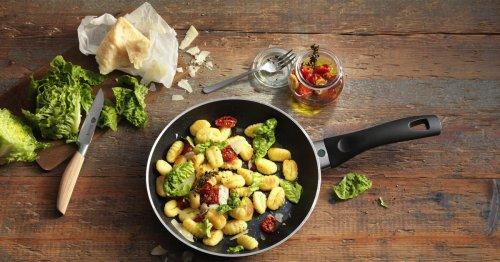 Rezeptidee: Gnocchi-Salat mit Tomaten und Parmesan | freundin.de