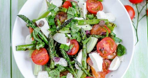 Leckeres Frühlingsrezept: Caprese-Salat mit Spargel | freundin.de