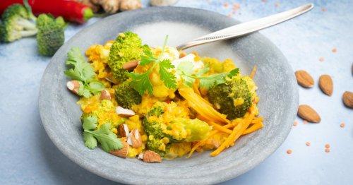 Wohlfühl-Rezept: Blumenkohl-Brokkoli-Curry mit roten Linsen | freundin.de