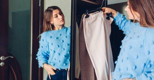 5 Arten von Kleidungsstücken, die Sie sofort aussortieren sollten   freundin.de