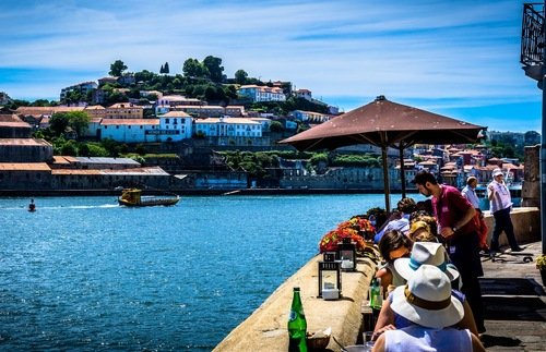 Tipping in Portugal: A Gratuities Guide for Hotels, Restaurants, and Taxis | Frommer's