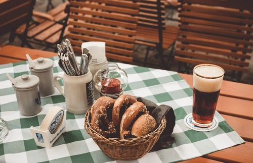 Tipping in Germany: A Gratuities Guide for Restaurants, Hotels, and Taxis | Frommer's