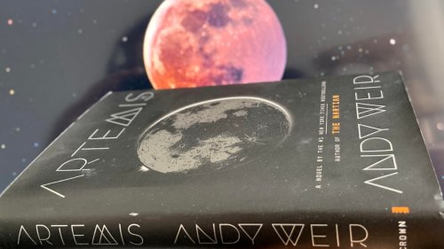 Review: Andy Weir Artemis – Lunar Colony Murder Mystery