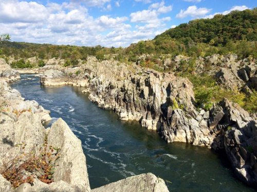 Great Falls Park River Trail Hike to Waterfalls and Views Near DC