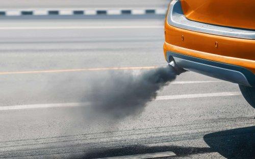 Transition écologique : pourquoi il ne faut pas mettre tout de suite votre voiture à essence à la casse
