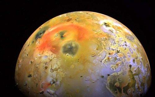 Loki, le plus puissant volcan de la lune Io, est bien entré en éruption... mais pas comme prévu !