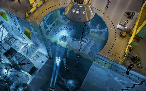 Blue Abyss : la piscine la plus grande et la plus profonde du monde