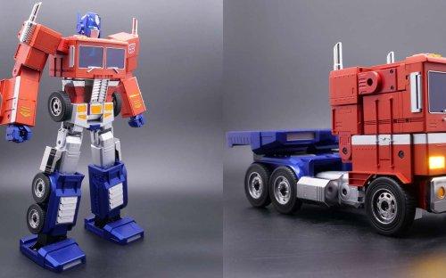 Transformers : le robot Optimus Prime devient réalité !