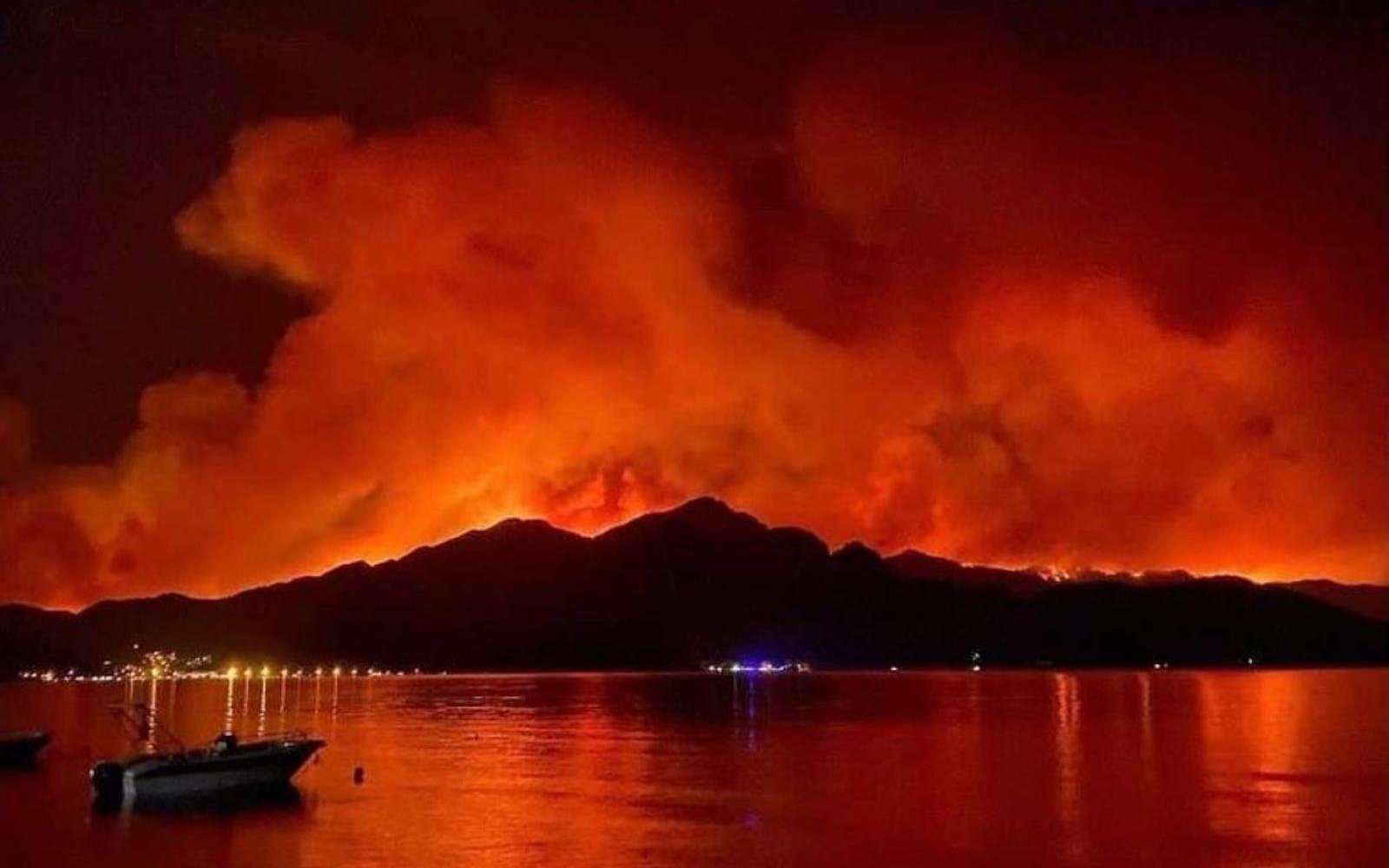 La planète brûle, signe d'une « phase de dérégulation climatique absolue »