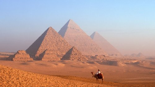 Who built the Egyptian pyramids?