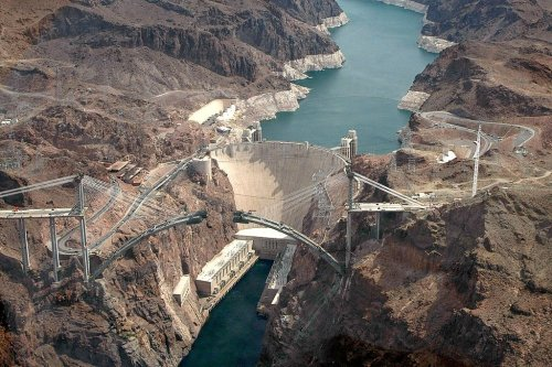 Hoover Dam reservoir reaches record-low water levels