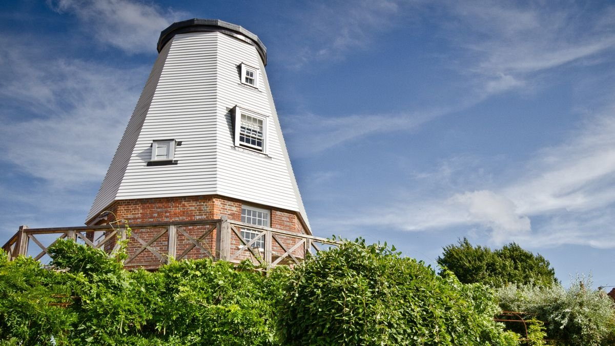 Explore this luxurious converted windmill in Kent - it's available to rent on Airbnb