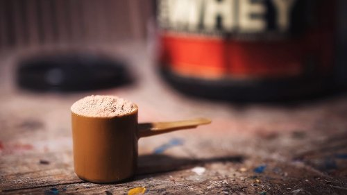 How to use protein powder to lose weight or gain muscle