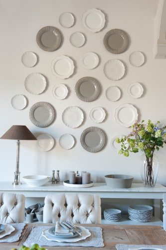 7 expert tips for hanging plates on a wall, perfectly