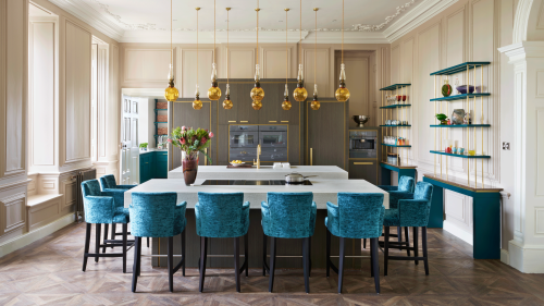5 ways this glamorous kitchen in a 400 year old British stately home blends traditional with opulent