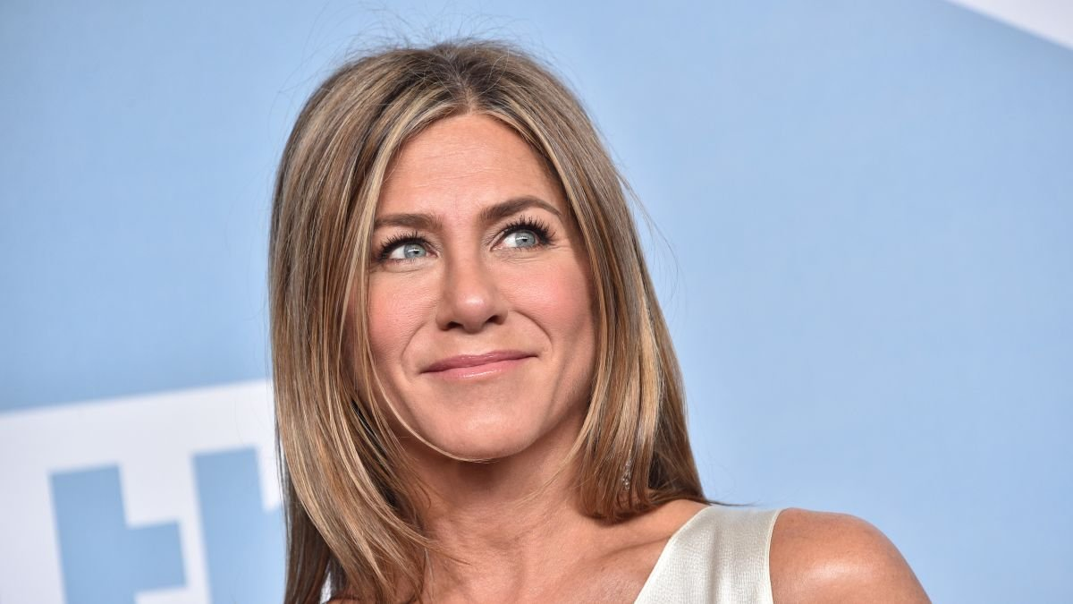"""Jennifer Aniston once shared the exact lipstick she wore on """"Friends"""""""
