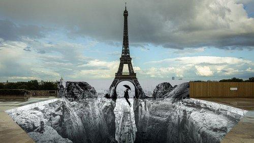 Eiffel Tower optical illusion stuns Paris