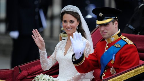 "Kate reportedly in ""tears"" after wedding dress secret leaked"