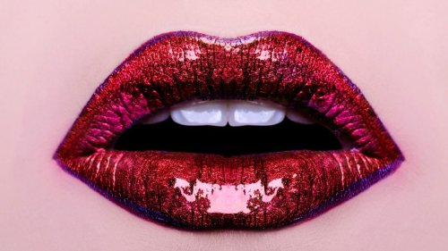 'Lip wings' is the newest make-up trend for your biggest pout yet