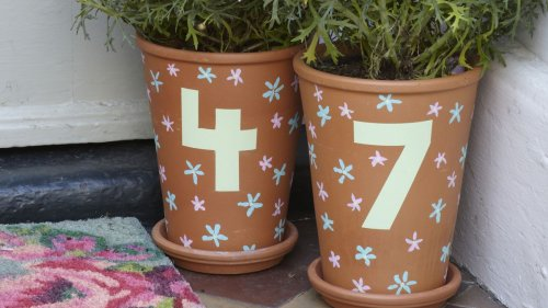 These painted house number pots are perfect for your front garden