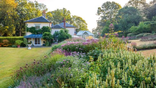 5 clever design tricks to steal from this large English garden