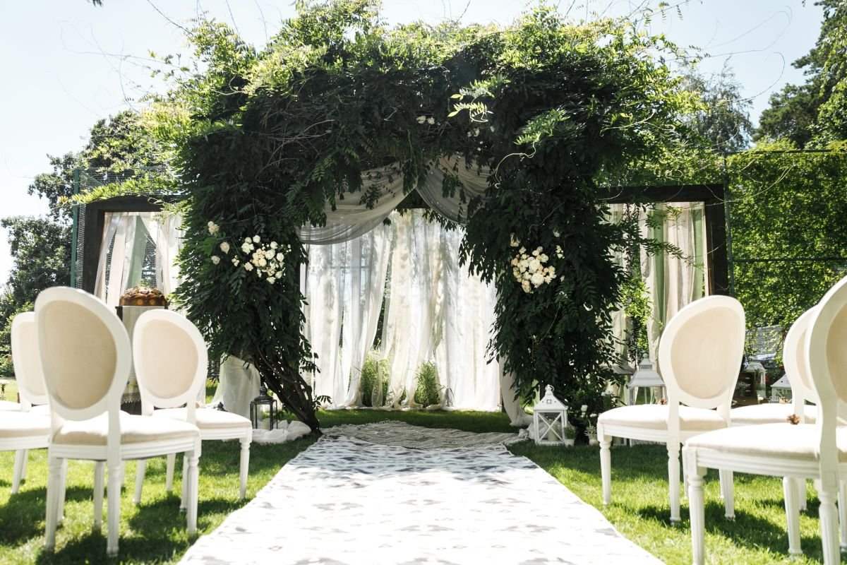 The top wedding trend is way more Cheugy than we'd wish to admit