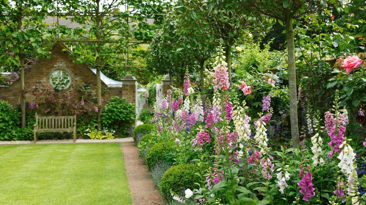 Long garden ideas – 10 rules for transforming a narrow plot, and the mistakes to avoid