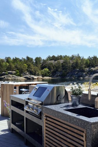 How to install an outdoor kitchen