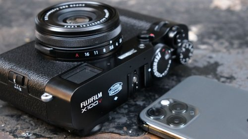 Should I buy a compact camera in 2021?