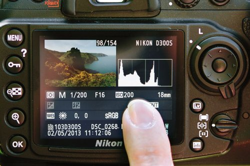 What is a histogram and when would you use it?