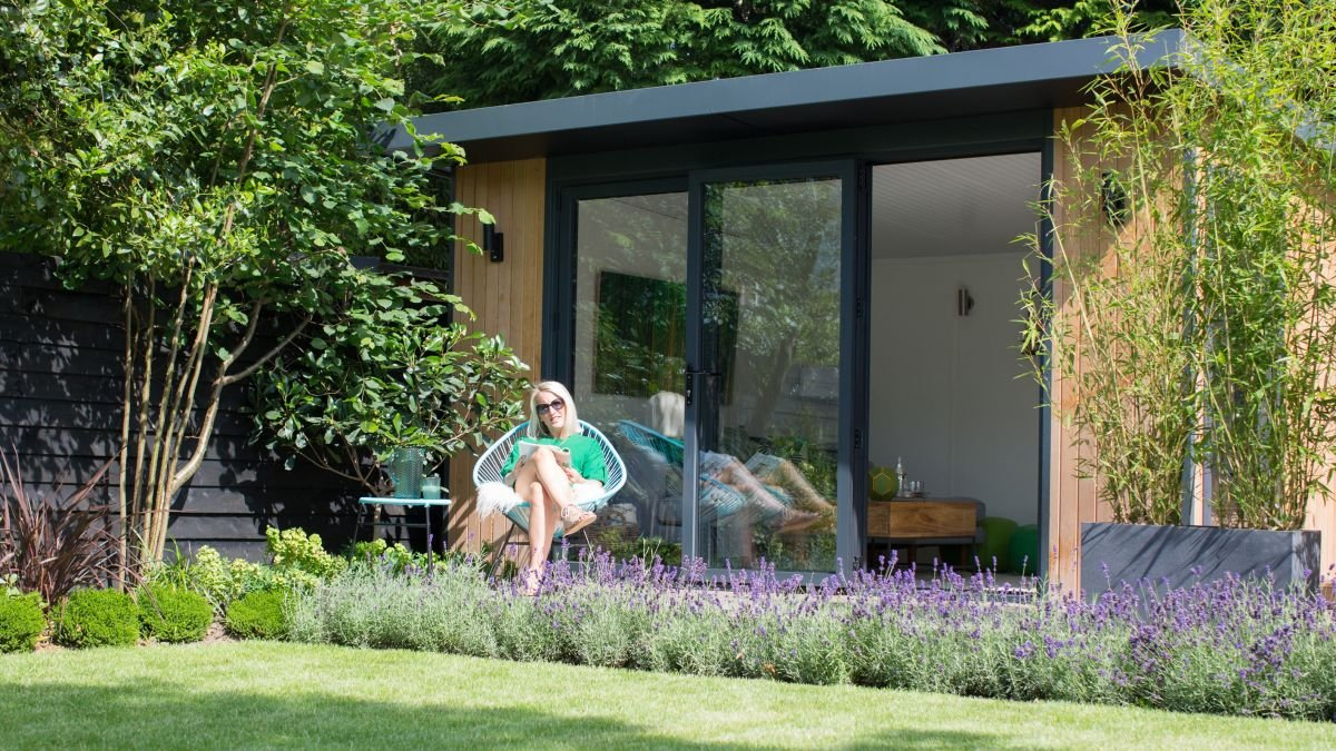 Garden makeover: a large plot transformed into a relaxing, modern space