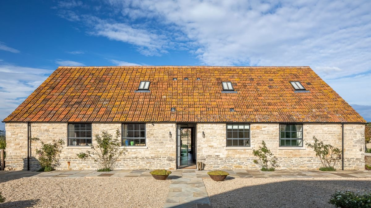 This cowshed conversion by interior designer Samantha Todhunter is contemporary and colorful