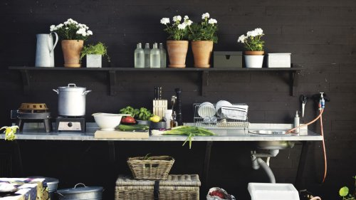 Design experts share their 5 essentials for creating an outdoor kitchen in a small city garden