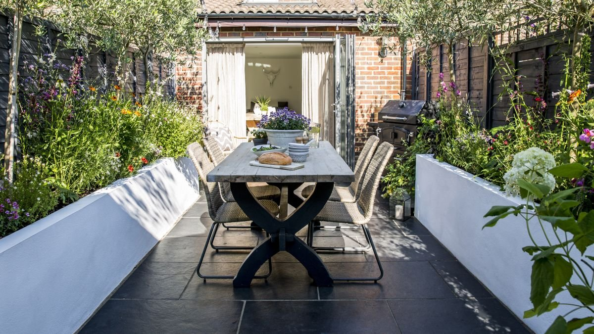 Garden makeover: a small plot transformed into a stylish space for entertaining