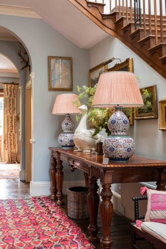 7 rules for decorating a console table in an entryway