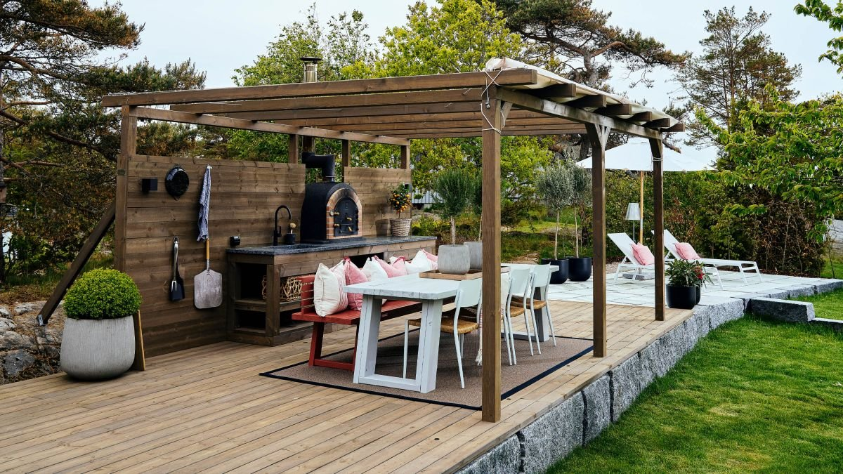 Cook up a storm with these outdoor kitchen ideas
