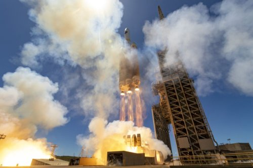 Huge Delta IV Heavy rocket launches US spy satellite to orbit
