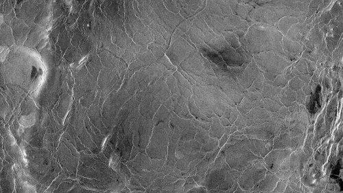 """Entdeckung auf der Venus: Forscher weisen """"Eisschollen""""-Tektonik nach"""
