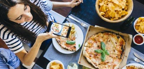Du fotografierst Essen vor dem Verzehr? Darum kann es dick machen