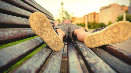 Schuhe ausziehen: Studien raten zu einem bestimmten Ort