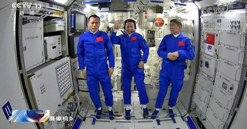 New Video Shows Chinese Astronauts Hanging Out in Brand-New Space Station