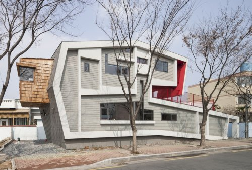 Rolls House: A Unique House with A Dramatic Proportion and A Roof Garden