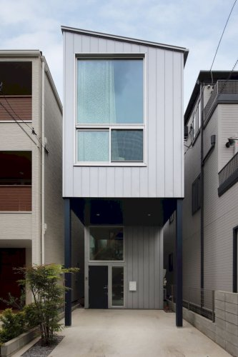 House in Uenosakuragi: A House with A Bright and Laid-Back Architecture