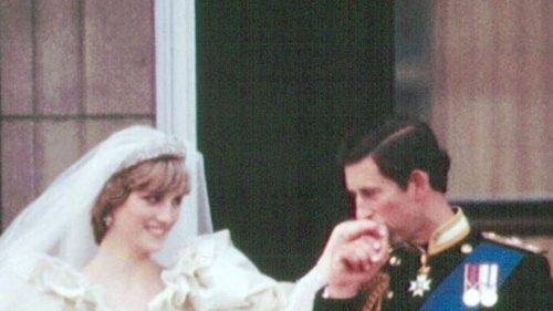 Stück der Hochzeitstorte wird versteigert