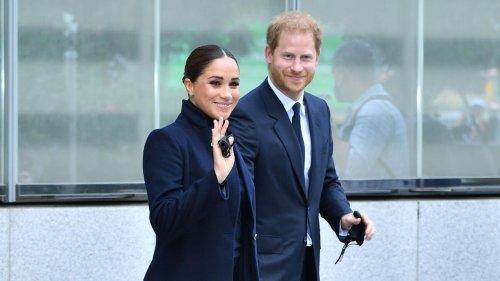 Prinz Harry + Herzogin Meghan: Erste Bilder! Sie sind in New York angekommen