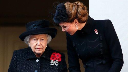 Queen Elizabeth: Was denkt sie wirklich über Kate? Eine Körpersprache-Expertin verrät es