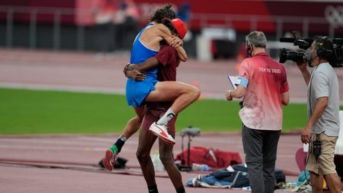 High jumpers from Qatar, Italy decide to share gold medal; emotional celebration ensues