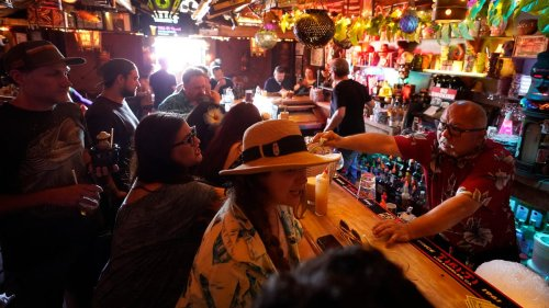 Los Angeles County to require vaccine proof for indoor bars; most Americans believe worst is yet to come, poll says: COVID-19 updates