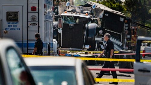 Los Angeles bomb squad miscalculated weight of fireworks before huge explosion, police chief says