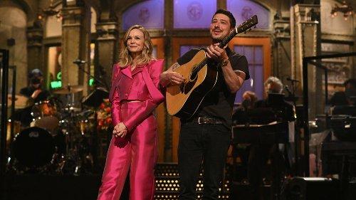 Carey Mulligan's husband Marcus Mumford crashes 'SNL' monologue: 'Where are the kids?'